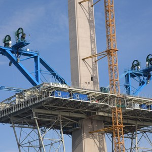 Deck erection cranes April 2015